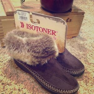NWT Isotoner Woodlands slippers. Size 7.5-8.